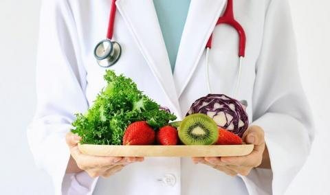 photo of doctor with healthy eating options