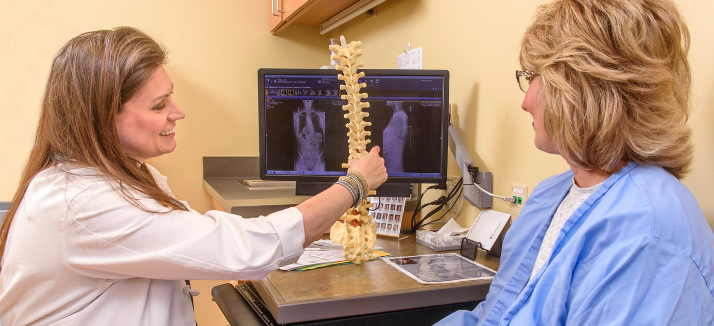 photo of spine doctor and patient